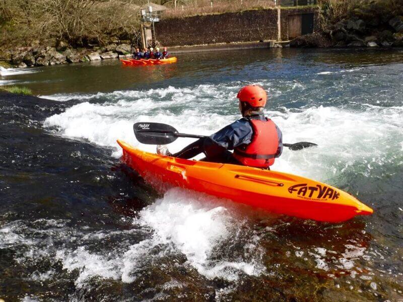 how to whitewater kayak